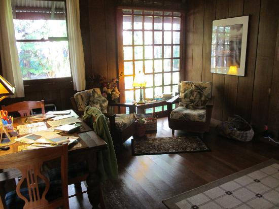 Crater Rim Cabin : Comfy Chairs, Big Windows in Living Area
