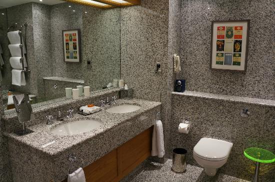 The Soho Hotel: Bathroom