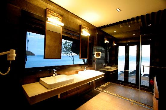 Two Seasons Coron Island Resort & Spa: Island Tip Bungalow Bathroom