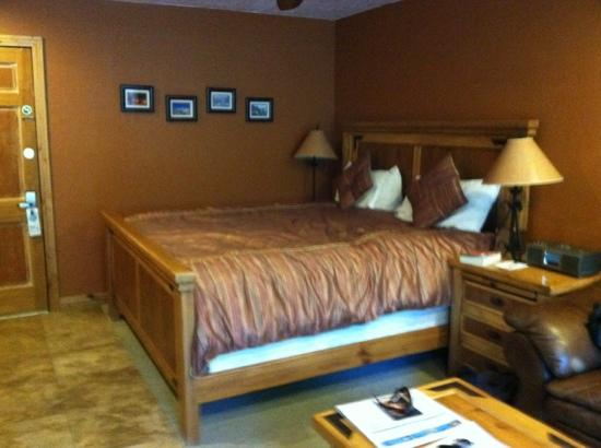 Treasure Mountain Inn Hotel and Conference Center : jr suite queen bed