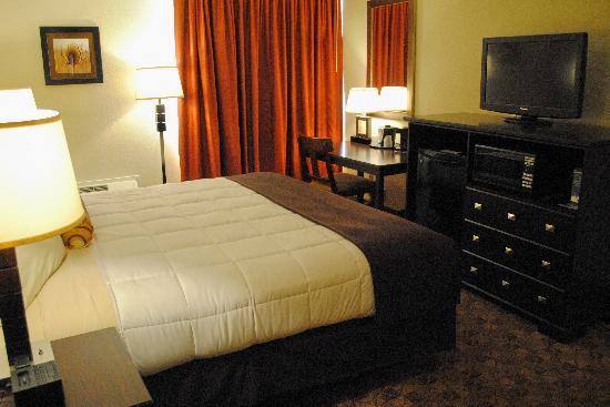 Village Inn Event Center: Executive King Room Non Smoking Amenities