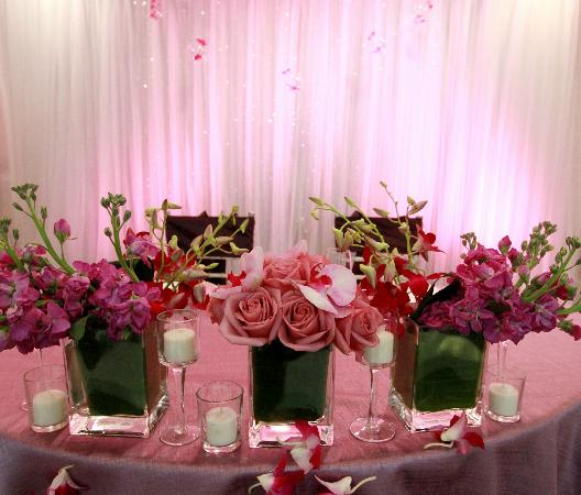 Village Inn Event Center: Bride and Groom Reception Table