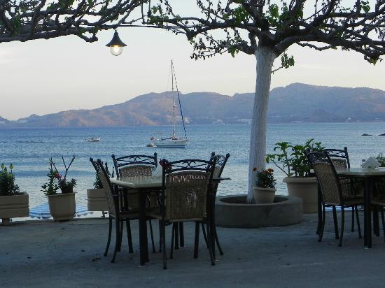 Haraki Bay Hotel: Dining Shirley Valentine style
