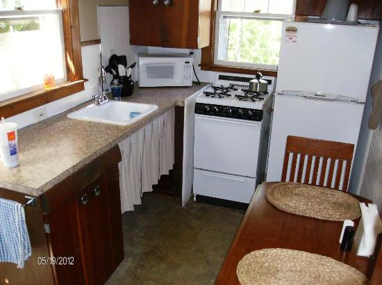 Country Acres Motel: Kitchen