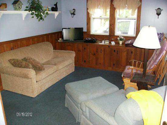 Country Acres Motel: Living Room