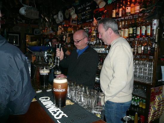 O'Connors Pub : Learning the art of pouring a pint.