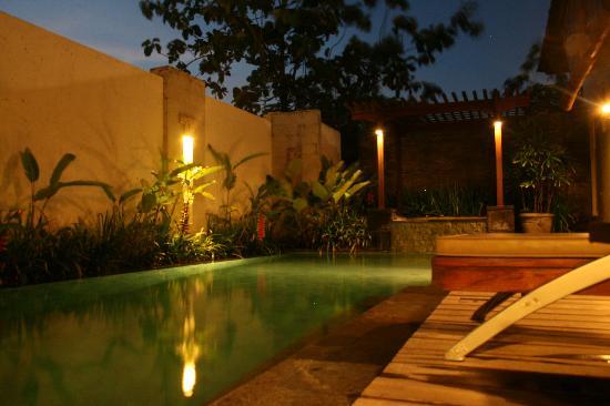 Pradha Villas: The pool