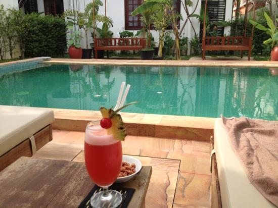 Apsara Centrepole Hotel: cocktails by the pool, after Temples!
