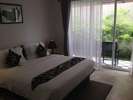 Apsara Centrepole Hotel: Ground level room, with small courtyard