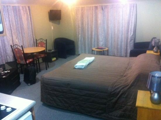 Courtesy Court Motel: Room 10