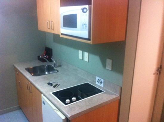 Courtesy Court Motel: Room 10 kitchen