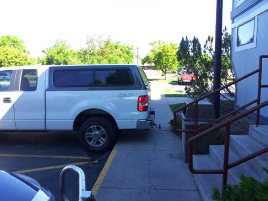 Quality Inn Homestead Park: The bigger truck, the bigger the ego to block others?