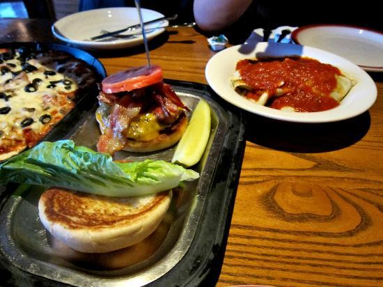 Paisan's: Burger and pasta