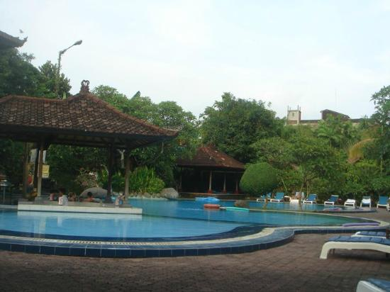 Matahari Bungalow Bar & Restaurant: loved the pool bar
