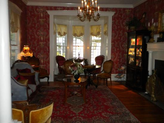 Robert Ruark Inn: downstairs parlor