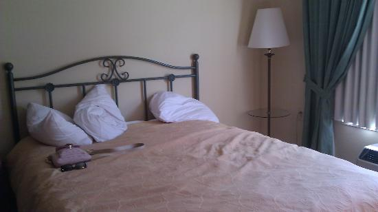 Country Inn & Suites By Carlson, Beckley : Bed