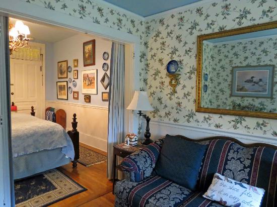 Aunt Daisy's Bed and Breakfast: Hampshire Suite