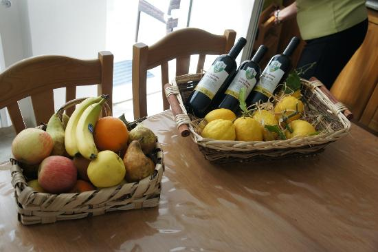 Dint' a Torre Bed & Breakfast: homemade wine and fruit