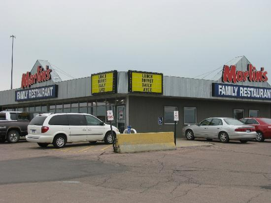 Marlins Family Restaurant: Outside of Marlns Family Restaurant in Mitchell