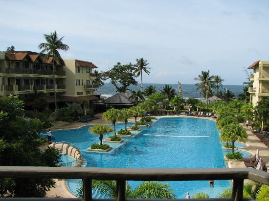 Phuket Marriott Resort & Spa, Merlin Beach: 1st pool view from room