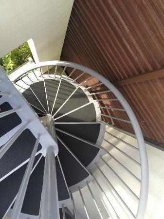 RACV Noosa Resort : Narrow stairs - not recommended after a couple of drinks!!
