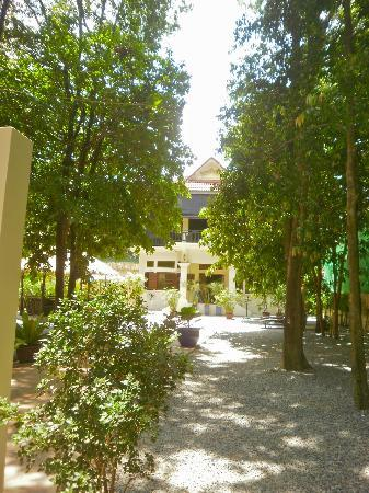 Samatika Villa Boutique: View of the hotel from the entrance.