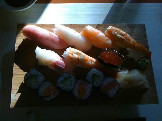 Fujiwara: Poorly-lit photo, but this is the Small Sushi Platter, which also included miso soup.
