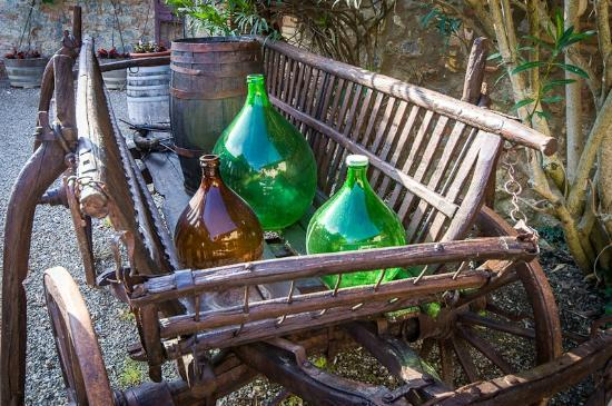 Fattoria San Donato: Damigiana in an old cart
