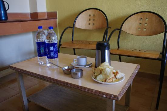 Hotel Metro International: I ordered chai, a sandwich, and water in the morning.