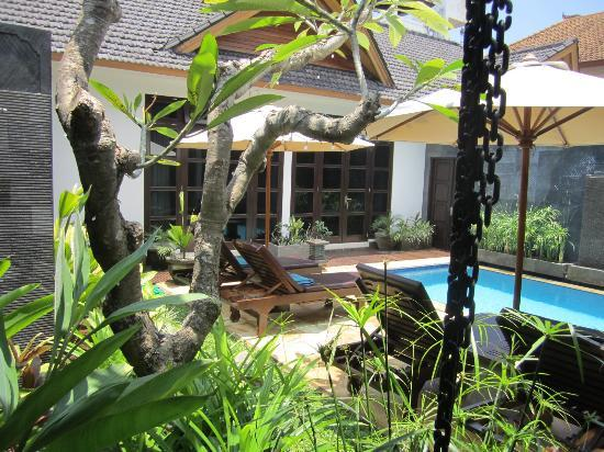 Villa Teman: relaxing and private pool with sun lounges