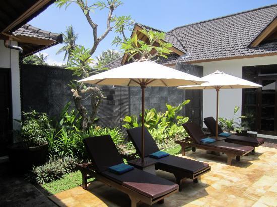 Villa Teman: lush tropical gardens