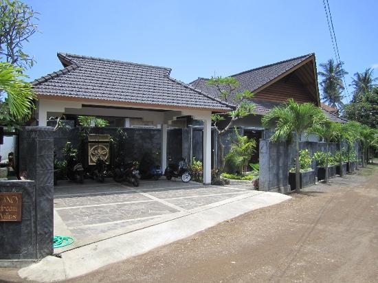 Villa Teman: entrance to villa complex