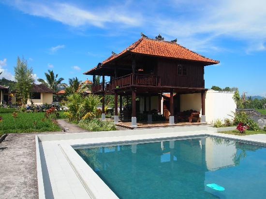 Atres Villa Homestay: .