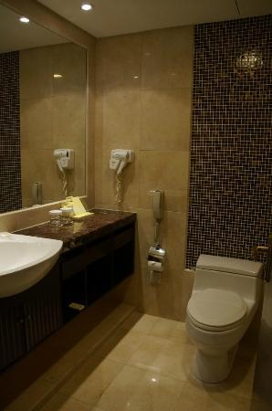 Hotel Equatorial Shanghai: Standard Room