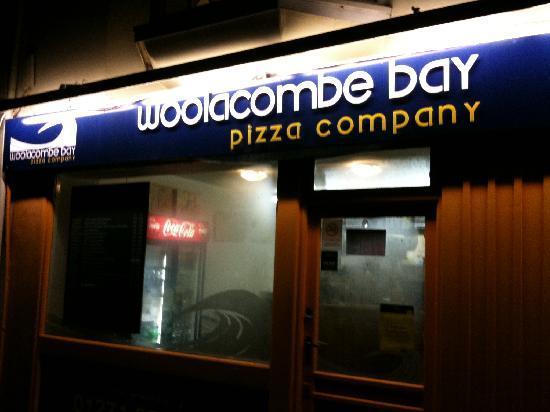 Woolacombe Bay Pizza Company: By Night
