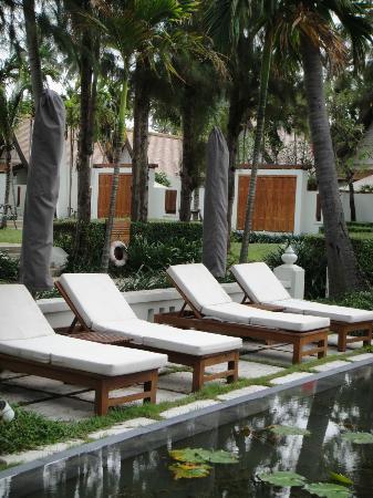 SALA Samui Resort And Spa: Зона бассейна для релаксации