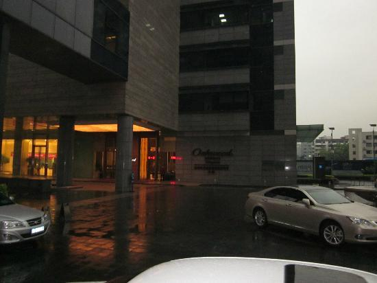 Oakwood Residence Hangzhou: Outside the hotel