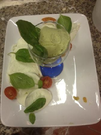 Ottoetti: bufala campana con gelato al basilico