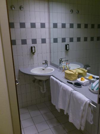 Sorell Hotel Ador : baño