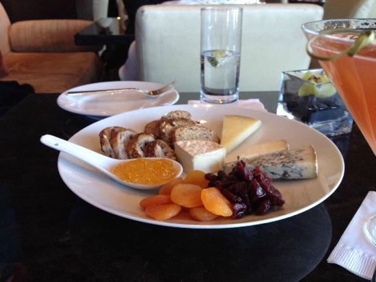 Lobby Lounge: Cheese platter.