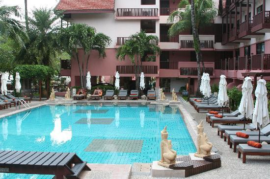 Seaview Patong Hotel: pool side