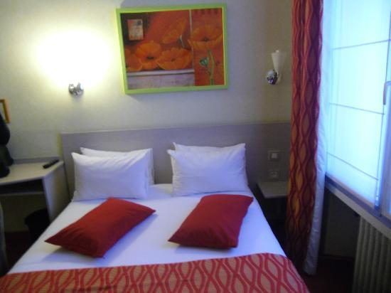 Hotel De Champagne : Pleasant,comfortable room-don't expect large!