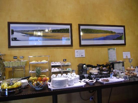 Hotel De Champagne: Nice breakfast area-fresh food