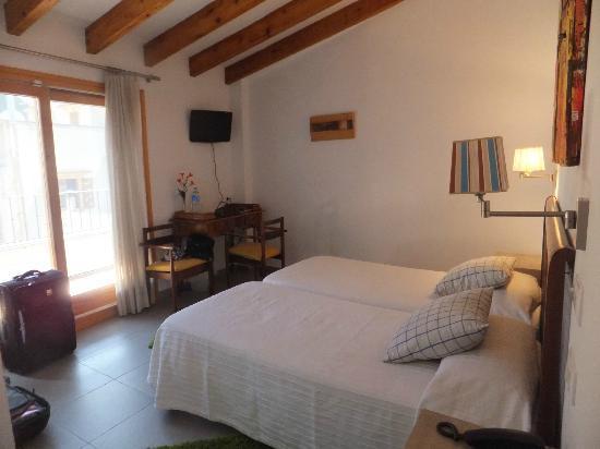 L'Hostal Hotel de Interior: Doppelzimmer mit Balkon