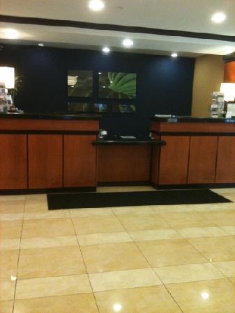 Fairfield Inn & Suites Plainville: lobby