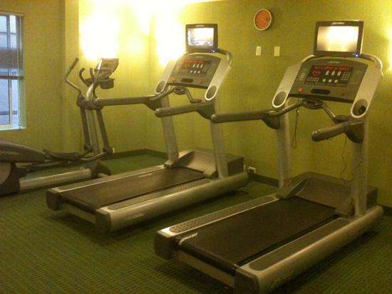 Fairfield Inn & Suites Plainville: gym - cardio