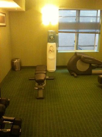 Fairfield Inn & Suites Plainville: gym - bench