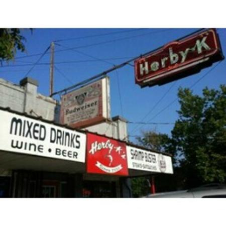 Herby-K's Restaurant: Outside