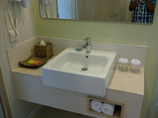 Ibis Styles Bali Benoa: Washbasin