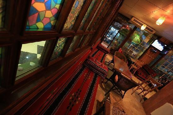Amman Pasha Hotel: cafe interior